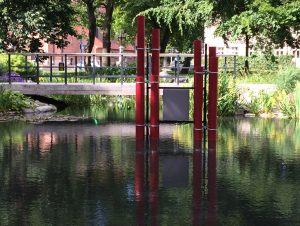 Vattenbas, lydskulptur i Stadsparken Eskilstuna Sverige sommeren 2015